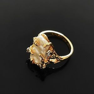 ✨Beautiful VTG Mother of Pearl 18kge Ring